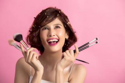 Tak Mau Makeup Luntur karena Keringat? Simak Tips Berikut