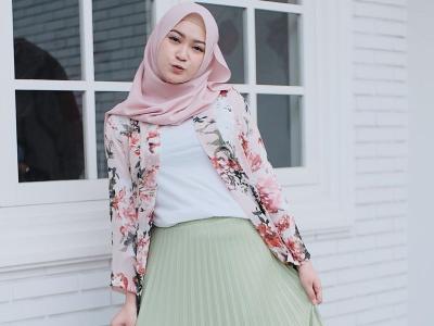 5 OOTD Feminin Selebgram Hijab Sari Indah Pertiwi, Modis dan Stylish!