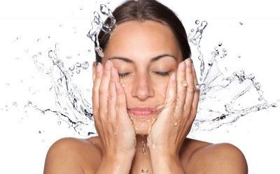 4 Alasan Cuci Muka dengan Air Dingin Baik Untuk Kulit