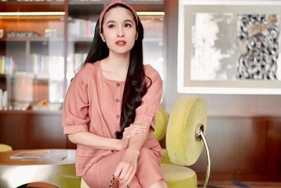 4 Potret Cantik Sandra Dewi Pakai Busana Warna Pastel, Netizen: The Real Princess!