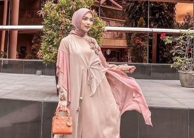 Inspirasi Dress Hijab Citra Kirana, Sederhana tapi Menawan!