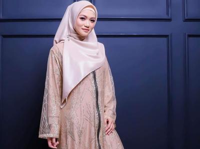 Potret Gaya Jhessica Vee yang Rambah Bisnis Fashion Hijab Usai Hijrah