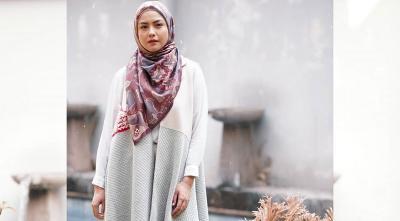 Inspirasi Gaya Hijab Revalina S Temat yang Sederhana, Tetap Modis!