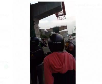 Tragis! Pengendara Motor Tewas Tertimpa Besi di Proyek Jalan Layang Cakung