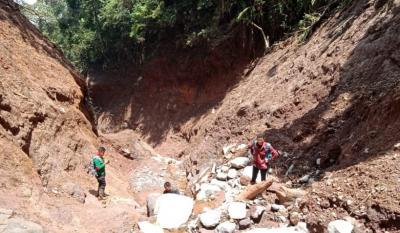 Penjelasan Balai TNGHS soal Fenomena Gunung Salak Terbelah