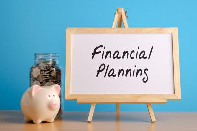 Kelola Keuangan, Sisihkan Paling Sedikit 10% dari Gaji untuk Menabung