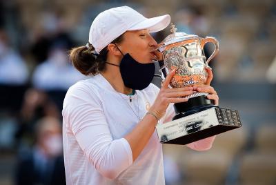 Iga Swiatek Masih Tak Percaya Berhasil Juara Prancis Open 2020