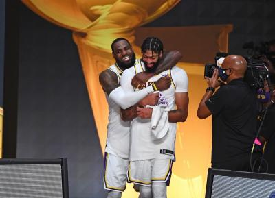 LA Lakers Juara NBA 2019-2020, Anthony Davis Diledek LeBron James