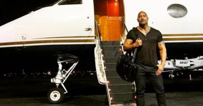 Warner Bros Dikabarkan Incar Dwayne Johnson Bintangi 10 Judul Film