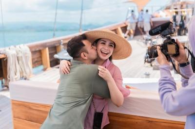 5 Potret Romantis Nagita Slavina dan Raffi Ahmad di Kapal Pinisi, Bikin Baper!