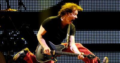 Dua Gitar Legendaris Milik Mendiang Eddie Van Halen Siap Dilelang