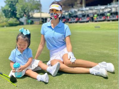 Gemasnya Farah Quinn Ajak Anak Main Golf, Bajunya Kembaran!