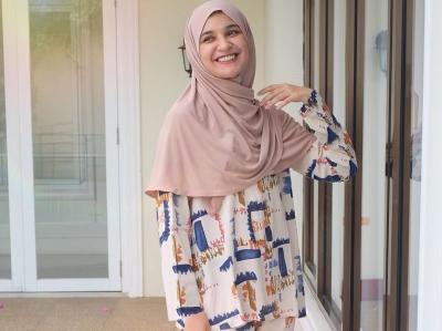 4 Inspirasi Gaya Hijab ala Artis yang Modis dan Kekinian