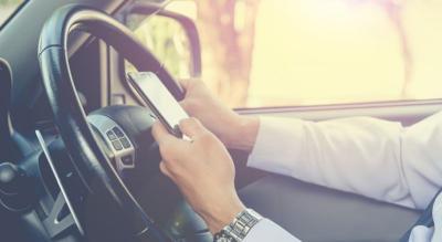 Cuma Sentuh Handphone, Pengemudi di Inggris Langsung Didenda Rp3,8 Juta
