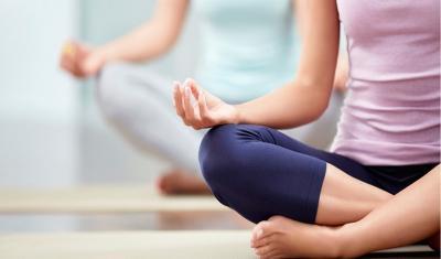 Tak Mau Kena Osteoporosis di Masa Tua? Coba Deh Rajin Yoga