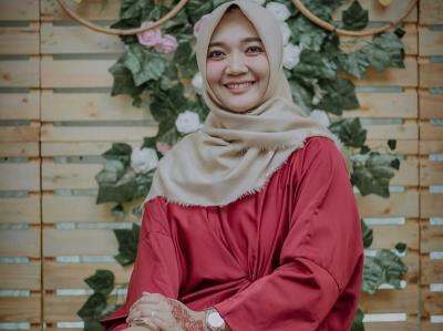 Gaya Hijab Sulis, Peshalawat Cantik yang Hadiri Hari Santri 2020