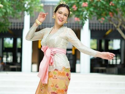 Pesona Shandy Aulia Pakai Baju Adat Bali, Anggun dan Elegan!