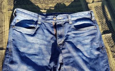 Jeans Kesayanganmu Terkena Noda? Jangan Khawatir, Hilangkan dengan  Cara Ini