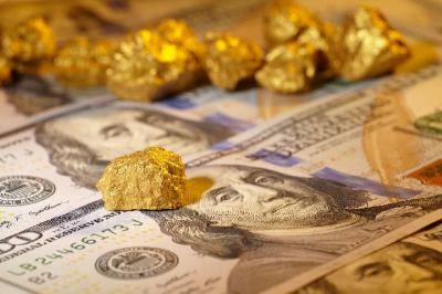 Investor Lirik Dolar AS, Harga Emas Anjlok 1%
