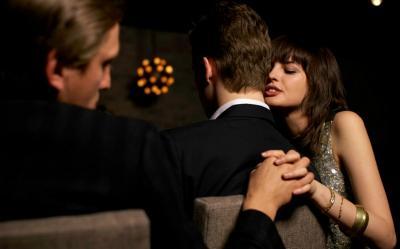 Selingkuh dengan Teman Kerja karena Sering Bertemu, Psikolog: Alasan Saja!