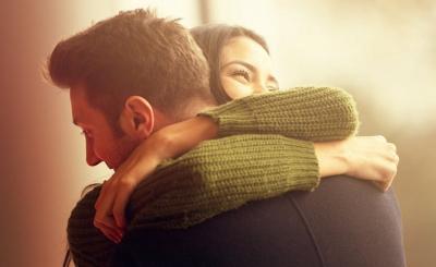 Jatuh Cinta dengan Teman Kerja yang Sudah Menikah? Evaluasi Diri dengan Cara Ini