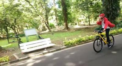Akhir Pekan, Presiden Jokowi Bersepeda Keliling Kebun Raya Bogor