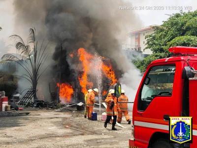 Bus AKAP Kebakaran di Cilandak