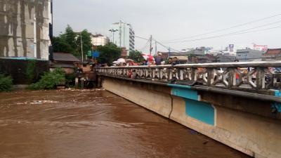 BPBD DKI Keluarkan Peringatan Dini Bahaya Banjir di Bantaran Kali