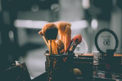 Tips Make-up Tampil Lebih Fresh bagi Perempuan di Atas 50 Tahun