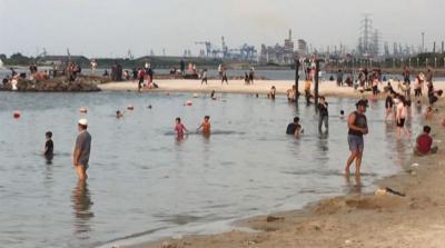Libur Akhir Pekan, Pantai Ancol Dipadati Pengunjung