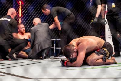 Buat Gaethje Menyerah di UFC 254, Khabib Tutup Kariernya dengan Manis