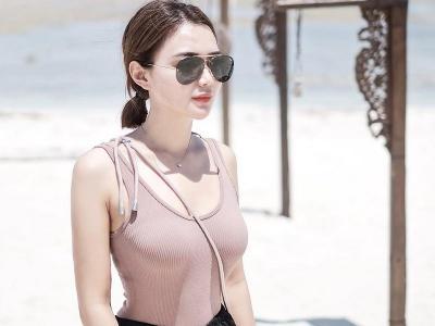 Wika Salim Pakai Bikini Pamer Body Goals di Pantai, Netizen : Bening Banget!