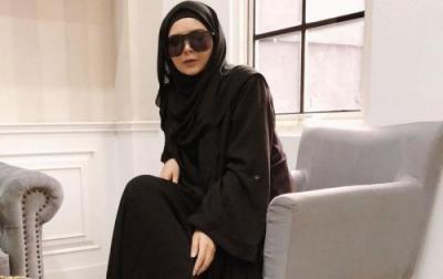 Vivi Zubedi Pamerkan Kain Sasirangan dan Tenun di Fashion Week Rusia