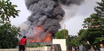 Permukiman Padat Penduduk di Simprug Golf Jaksel Kebakaran