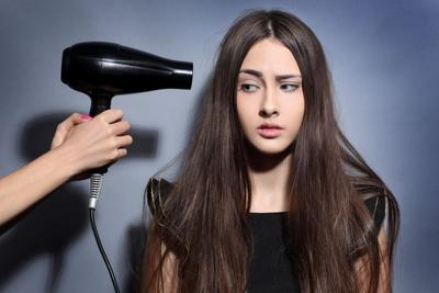 5 Tips agar Rambut Tak Keriting Setelah Pakai Hairdryer