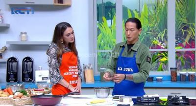 Masak Bareng Luna Maya, Chef Juna Bagi Tips Manjangin Udang
