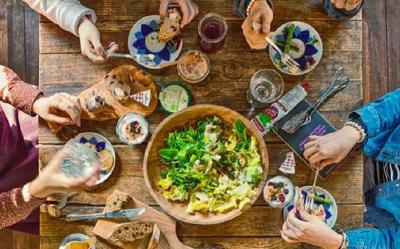 5 Hal yang Terjadi jika Anda Mengunyah Makanan Terlalu Cepat