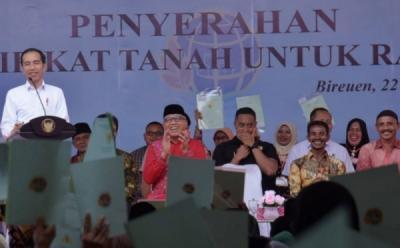 Bagi-Bagi Sertifikat Tanah, Jokowi: Jangan Dipakai Buat Beli Mobil