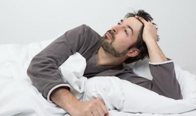 Kebiasaan Buruk Sebelum Tidur hingga Stres Bisa Picu Insomnia
