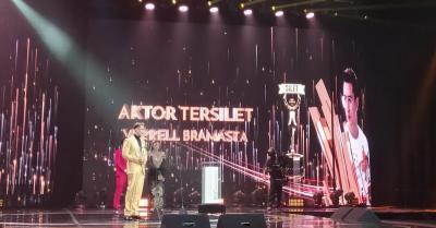 Verrel Bramasta Persembahkan Piala Silet Awards 2020 untuk Venna Melinda