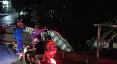 Jalan Wadas Depok Ambles, Lalu Lintas Citayam-Margonda Terganggu