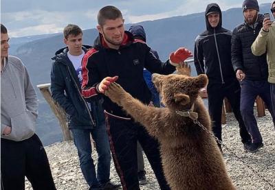Terungkap Alasan Ayah Khabib Latih Anaknya dengan Melawan Beruang