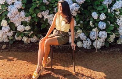 Pesona Marsha Aruan, Cantik Mana Pakai Hotpants atau Dress?