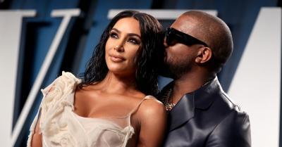 Kanye West Hadiahi Kim Kardashian Hologram Mendiang Ayah