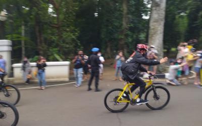 Isi Waktu Libur Panjang, Presiden Jokowi Bersepeda di Kebun Raya Bogor