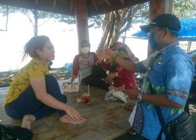Pengelola Wisata Sendang Sikucing Tegur Wisatawan Tak Bermasker