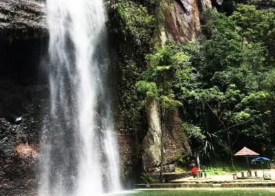 Menikmati Keindahan Tebing dan Air Terjun di Lembah Harau