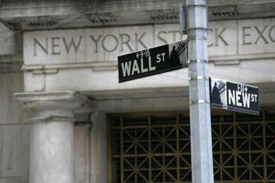 Wall Street Anjlok Diserang Aksi Ambil Untung