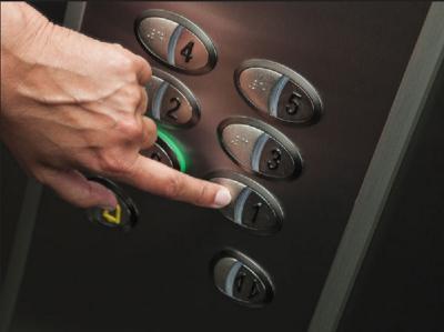 3 Orang Terjebak di Lift Apotek Jaksel, Salah Satunya Balita