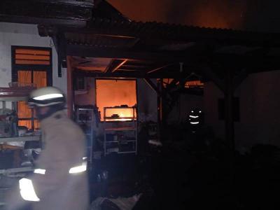 Kebakaran Hanguskan Rumah Warga Pasar Rebo